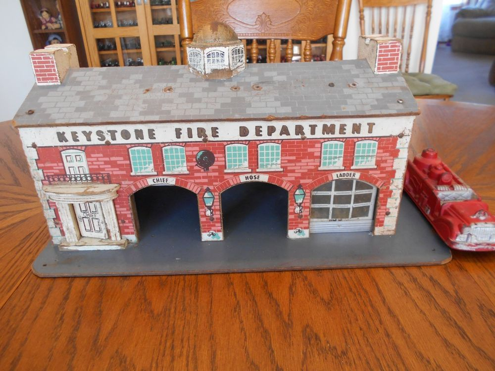 Vintage 1950s Toy KEYSTONE FIRE DEPARTMENT Building w 3