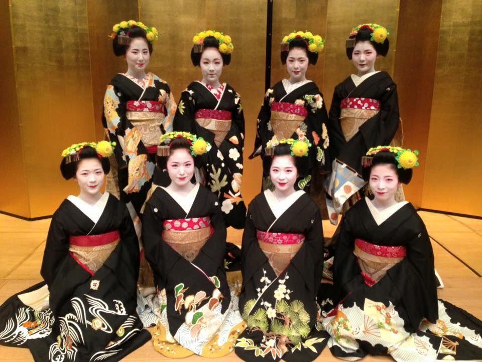 Mizuekai 2015 maiko cast: (standing) Kimitoyo san, Koyoshi san, Fukutomo san, Fukucho san  (sitting) Toshisumi san, Kimihiro san, Tanefumi san and Miena san