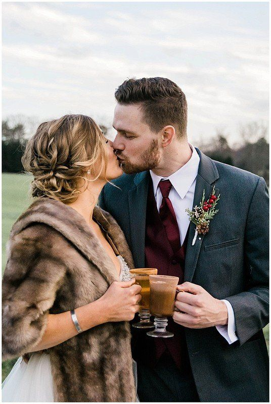 Winter Wedding Photo Idea Bride Groom Kiss With Hot Chocolate Vogue Flowers Winter Wedding Photos Winter Wedding Inspiration Winter Wedding
