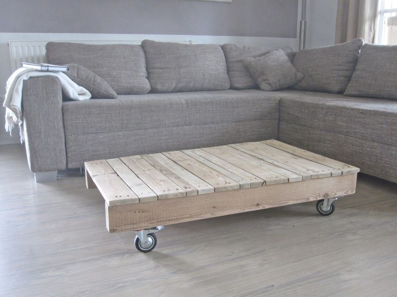 Couchtisch Aus Palettenholz MitRollen Von Natuerlich Gebraucht Auf  DaWanda.com