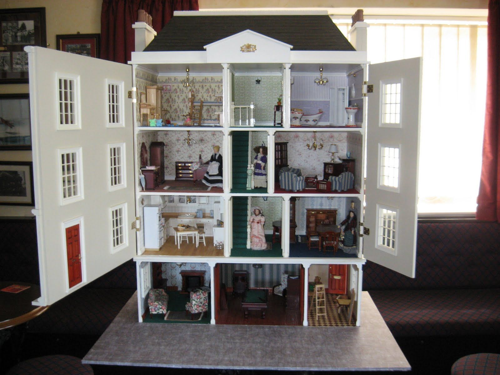 Big doll houses for sale small wonders miniatures large for Large photos for sale