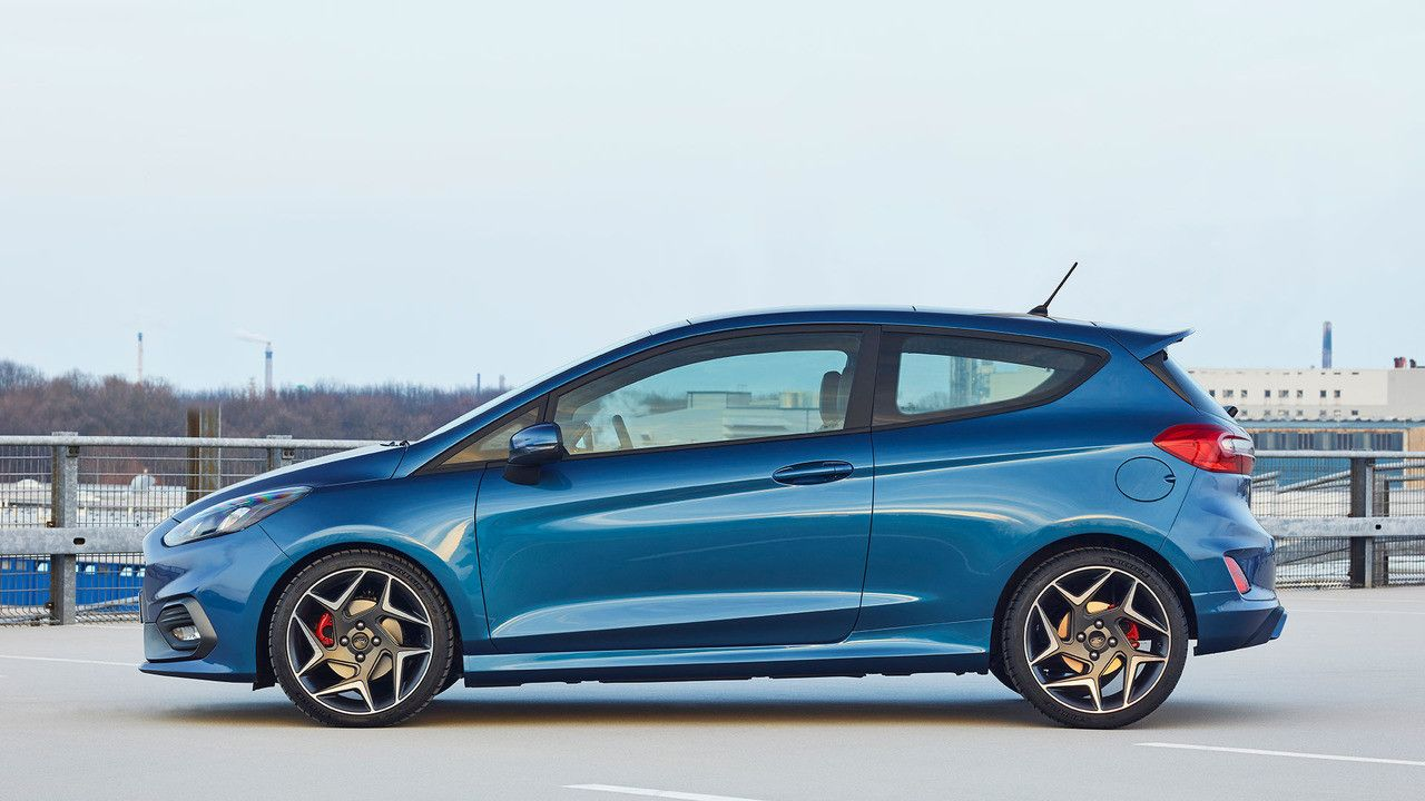Old Vs New How The Ford Fiesta St Has Changed With Images Ford