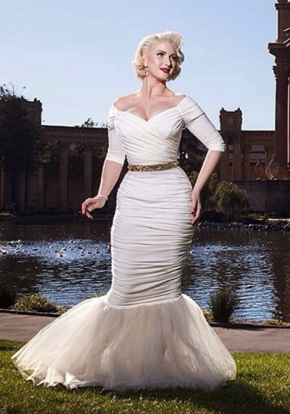 Erika Reno had the most amazing wedding dress I\'ve seen ...
