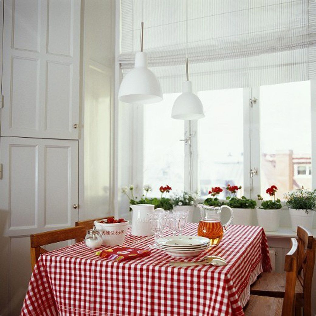 Swedish Country Home Decor: Country Kitchen With Red Gingham