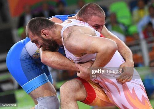 Uzbekistan's Magomed Idrisovitch Ibragimov (red) wrestles... #depanne: Uzbekistan's Magomed Idrisovitch Ibragimov (red) wrestles… #depanne