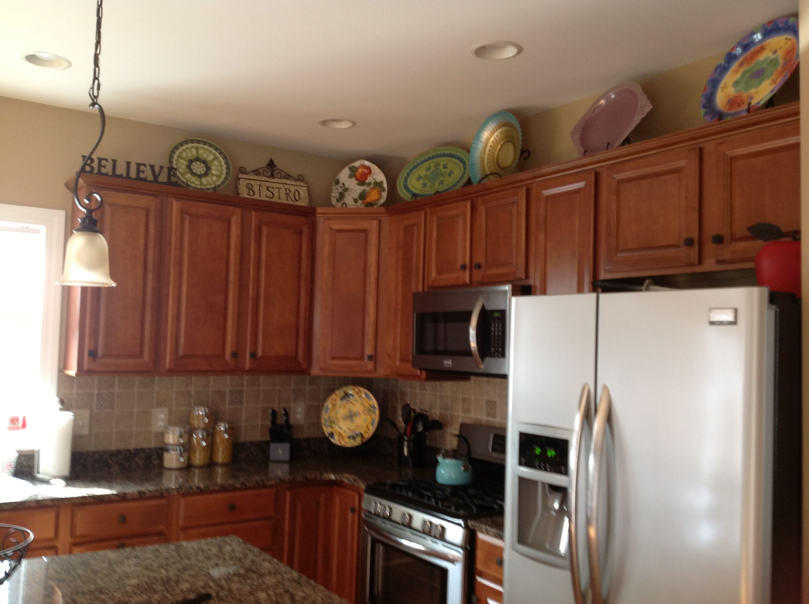 Pin By Amy Teixeira On Design Kitchen Cabinets Decor Kitchen Decor Accents Decorating Above Kitchen Cabinets