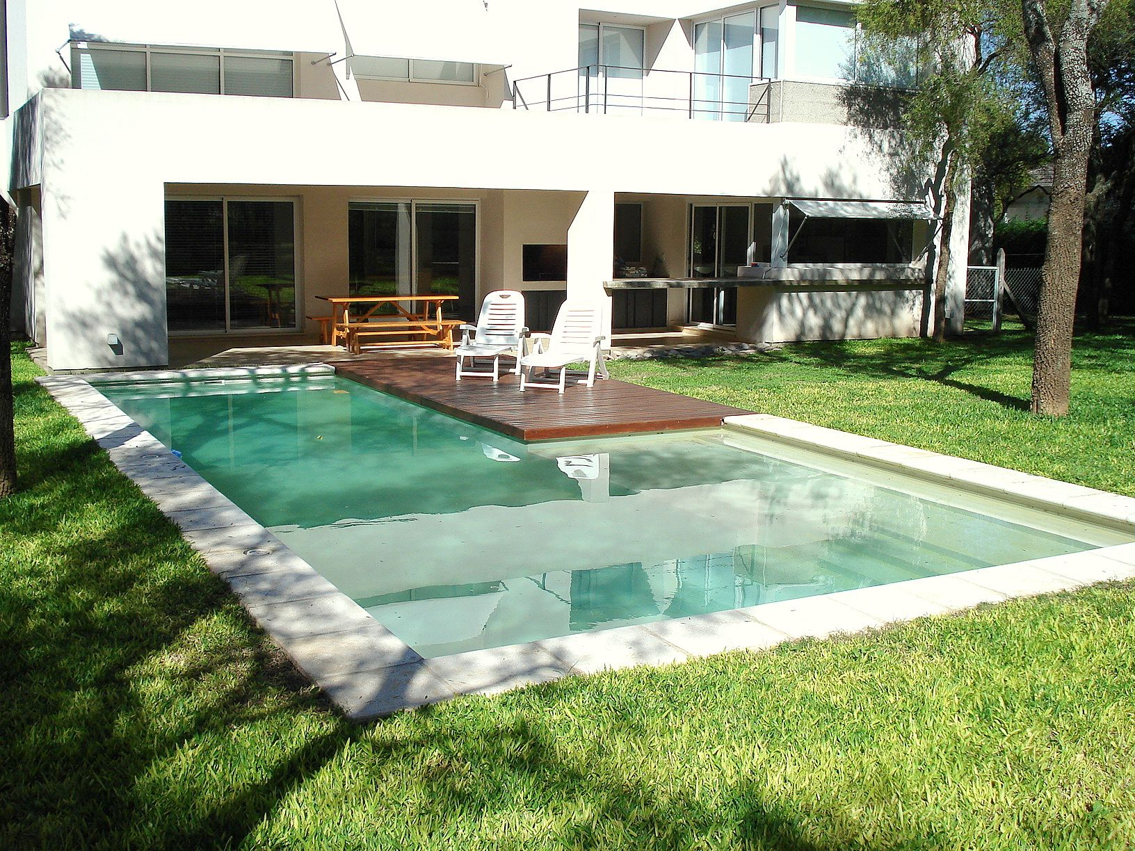 Piscina deck de madera piscina swimmingpool dise o for Piscinas de madera