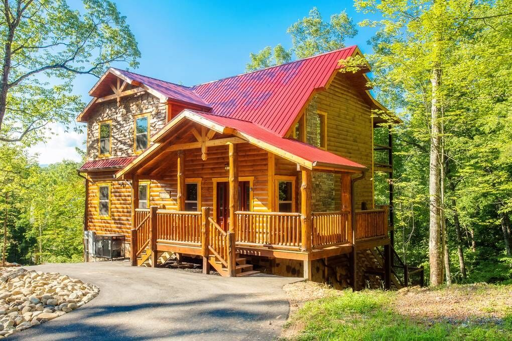 Cabins In Pigeon Forge And Gatlinburg Tennessee In 2020 Luxury Pools Indoor Swimming Pool Hot Tub Pool Houses