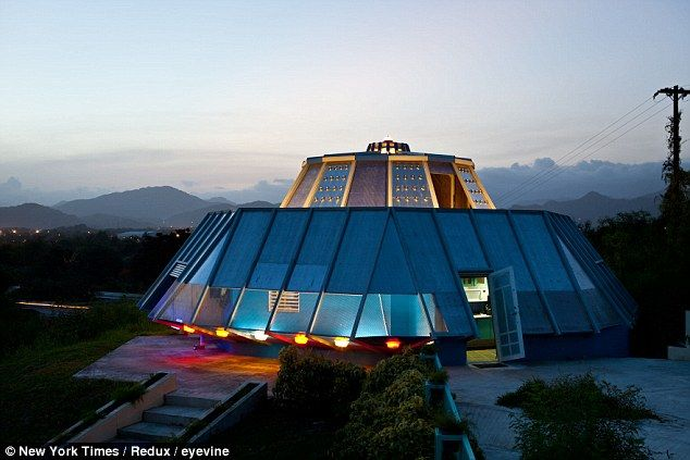 Fine Man Builds Bizarre Ufo House To Fulfill Teenage Promise To Download Free Architecture Designs Xerocsunscenecom