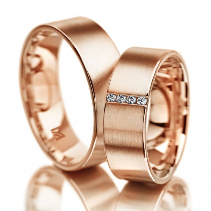 Gold Wedding Bands Ideas For Brides Grooms Pas Planners