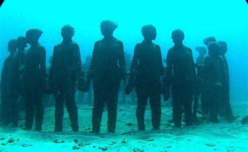 Cancun; underwater statues.