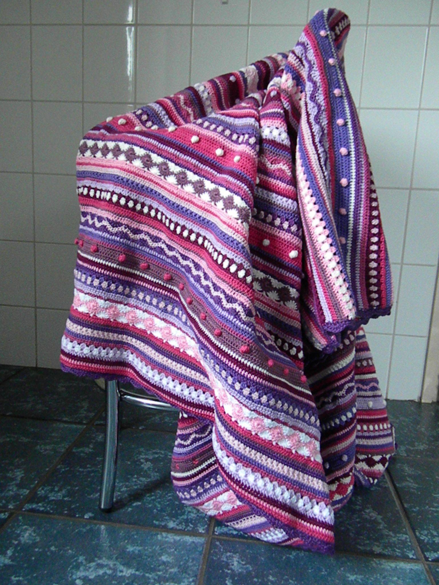 """Stripey blanket as we go""- crochet"
