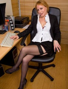Milf Bound im Büro