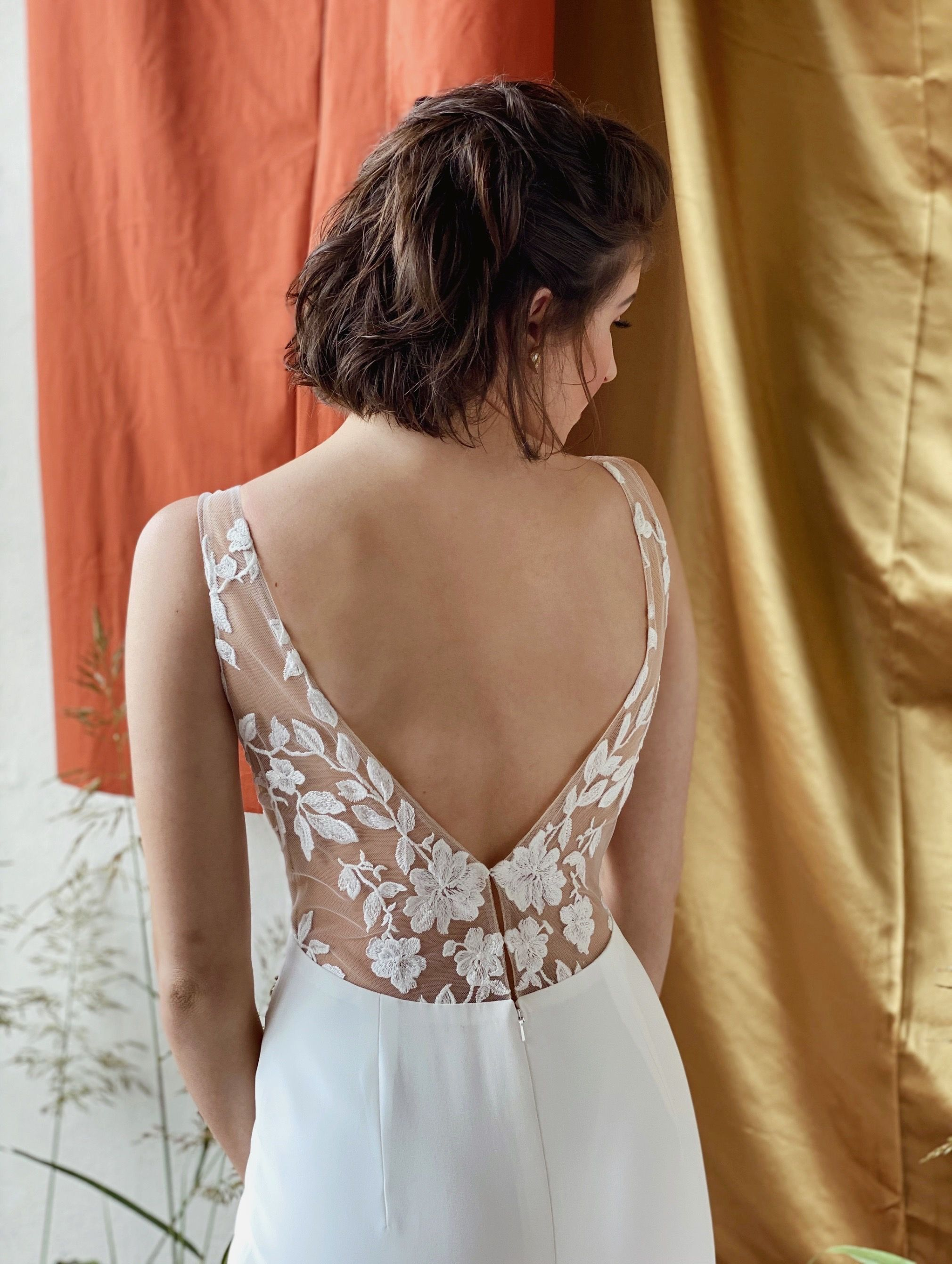 Willow By Anais Anette At Bryde Bridal Shop Tulsa Oklahoma In 2020 Lace Back Wedding Dress Minimal Wedding Dress Wedding Dress Boutiques