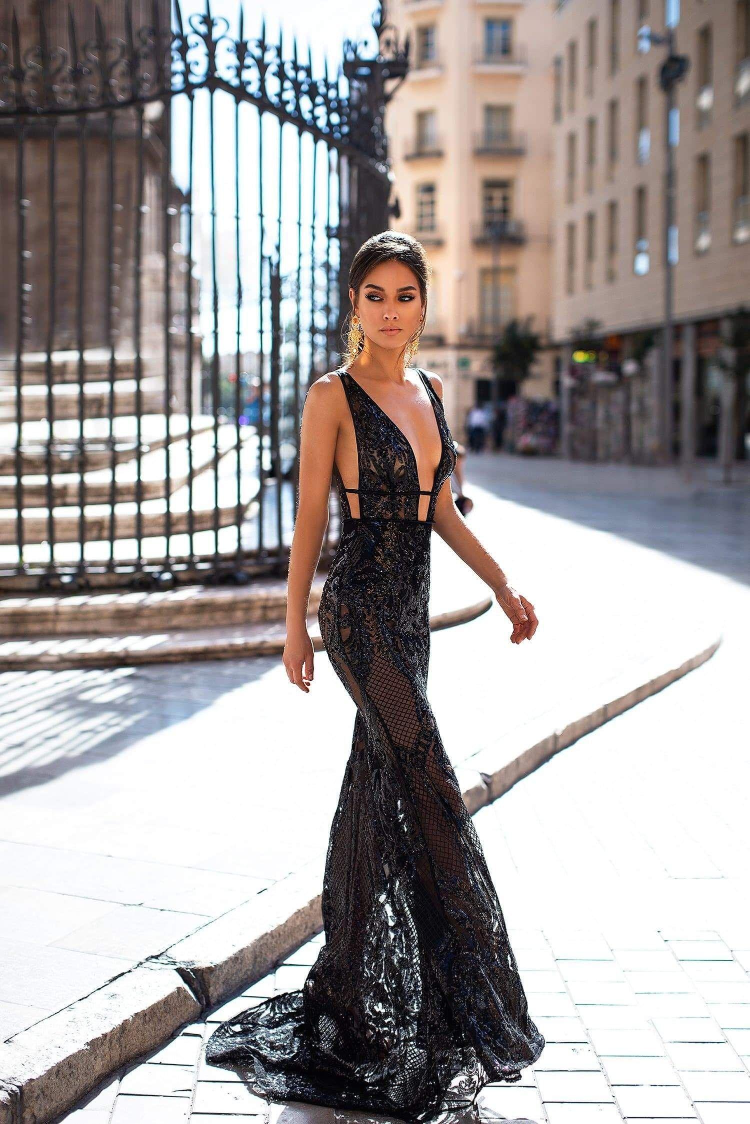 How To Choose The Perfect Little Black Dress Fashion Dresses Dresses For Graduation Ceremony [ 1199 x 737 Pixel ]
