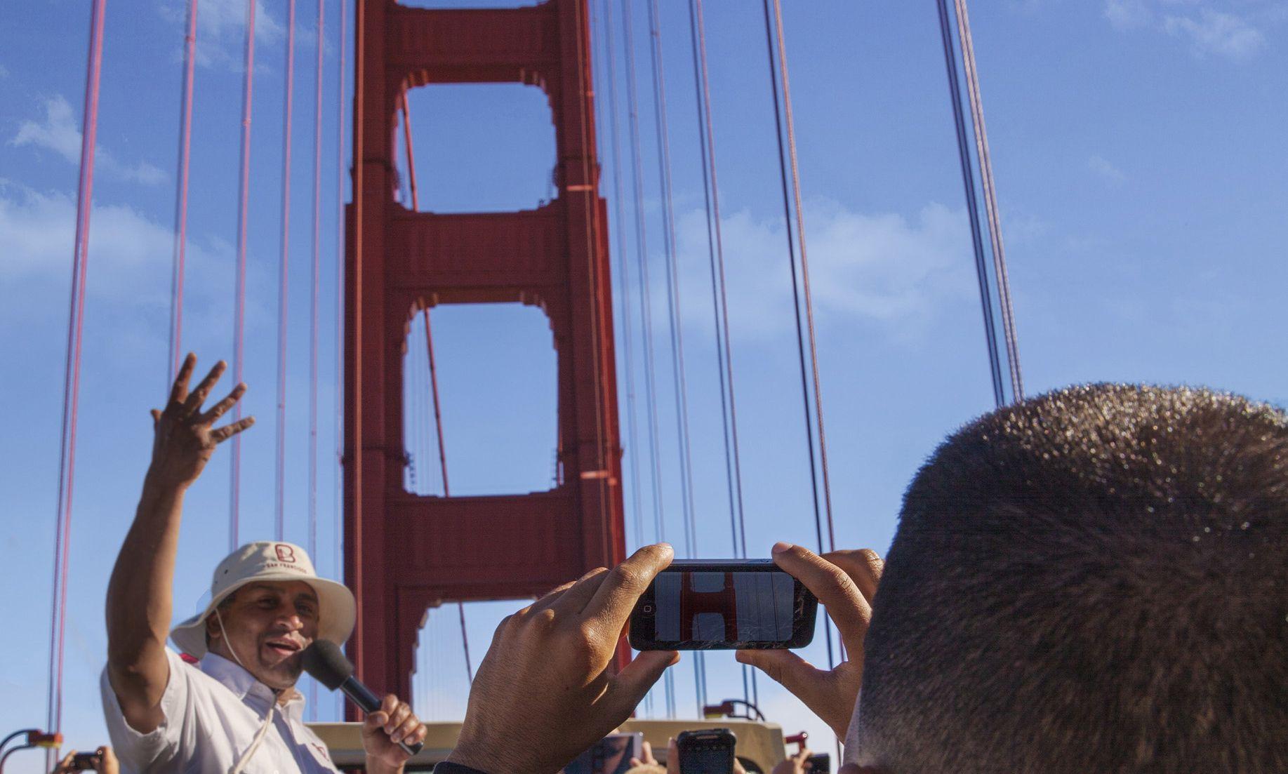 Bus the Golden Gate Bridge
