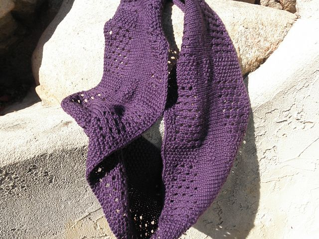 Ravelry: Project Gallery for Canaletto Cowl pattern by Megan Goodacre