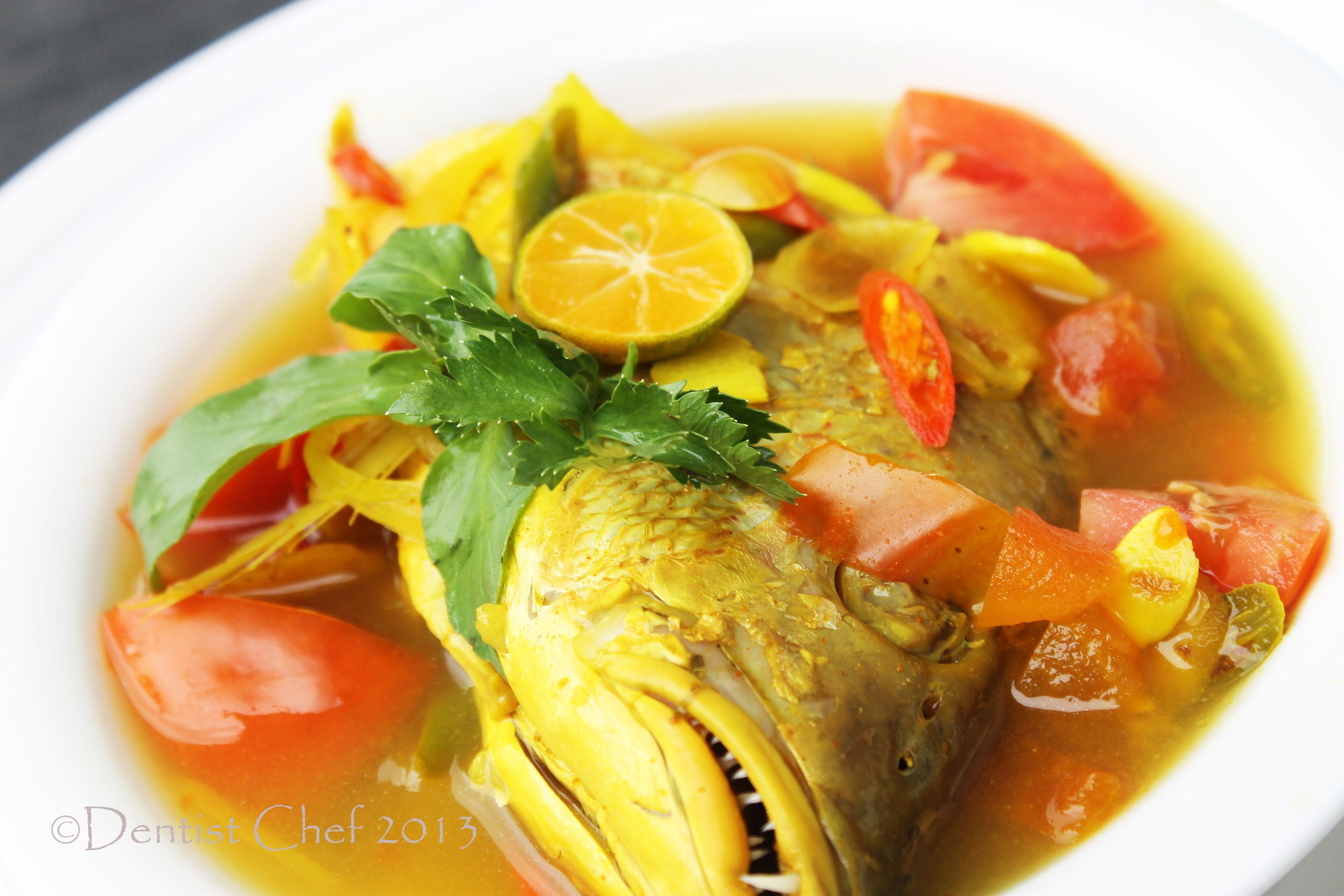 Resep Palumara Ulu Juku Spicy Red Snapper Fish Soup Recipe With Tomato Chilli Tamarind Lemongrass And Turmeric Fish Soup Tomato Recipes Asian Fish Recipes
