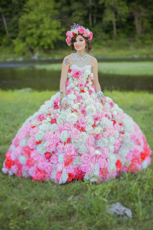 Maquayla flower dress in field - My Big Fat American Gypsy Wedding ...