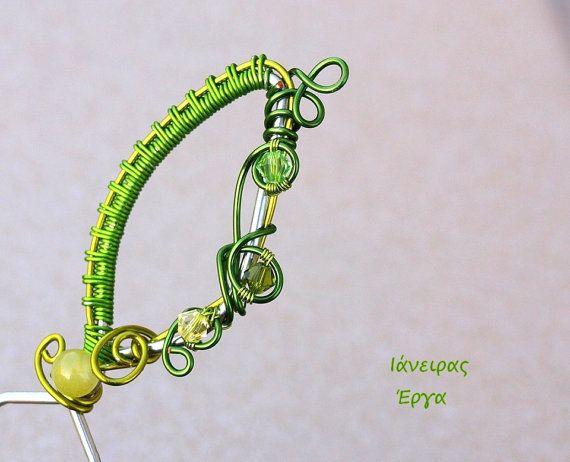 Wire wrapped green bobby pin with Swarovski crystals by Ianira