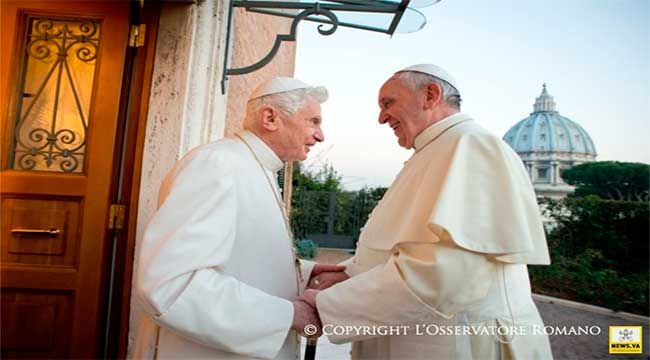 Benedicto XVI cumple 87 años, y Francisco le felicita por teléfono