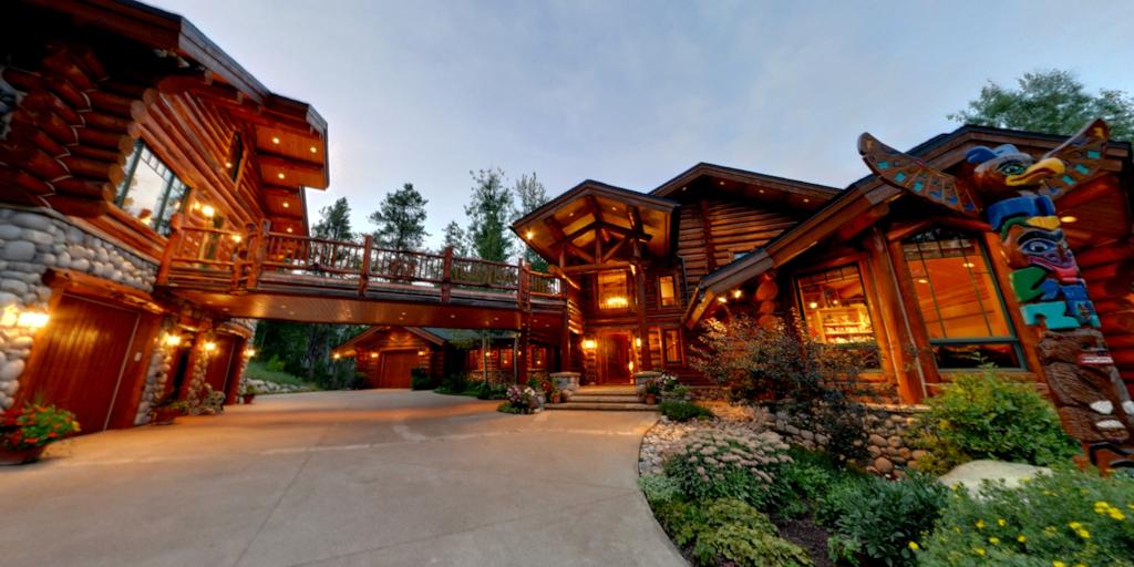 luxurious log homes
