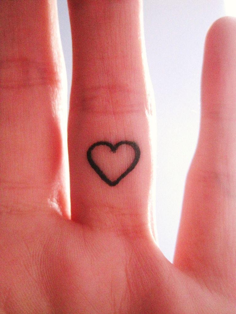 little heart   piercings   pinterest   tatouage, tatouage doigt and