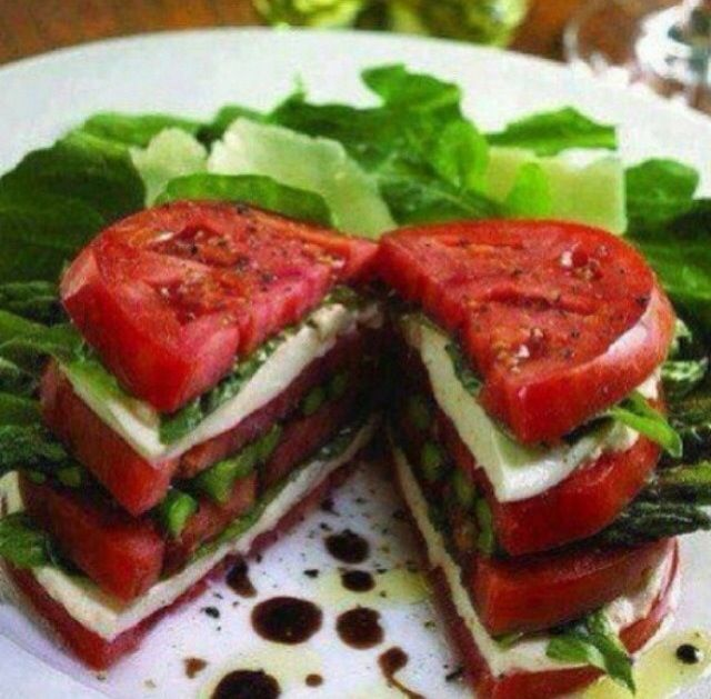 Tomato, cheese and rocket sandwich