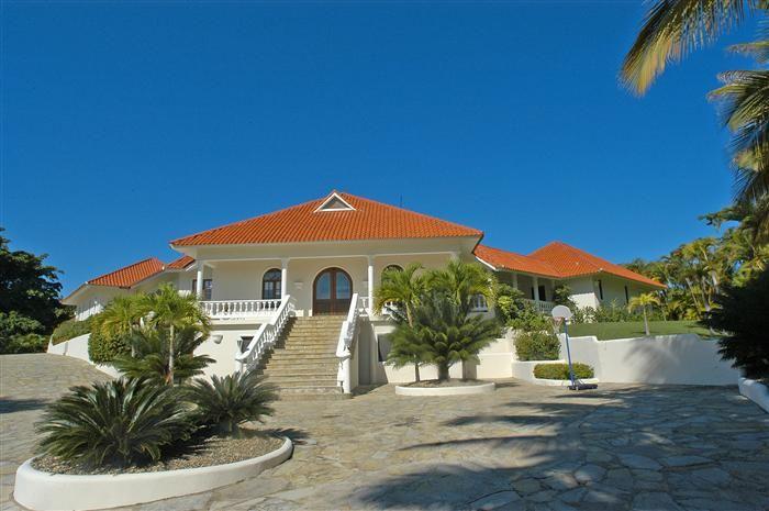 Elegant and beautiful, six bedroom, five bathroom villa ...