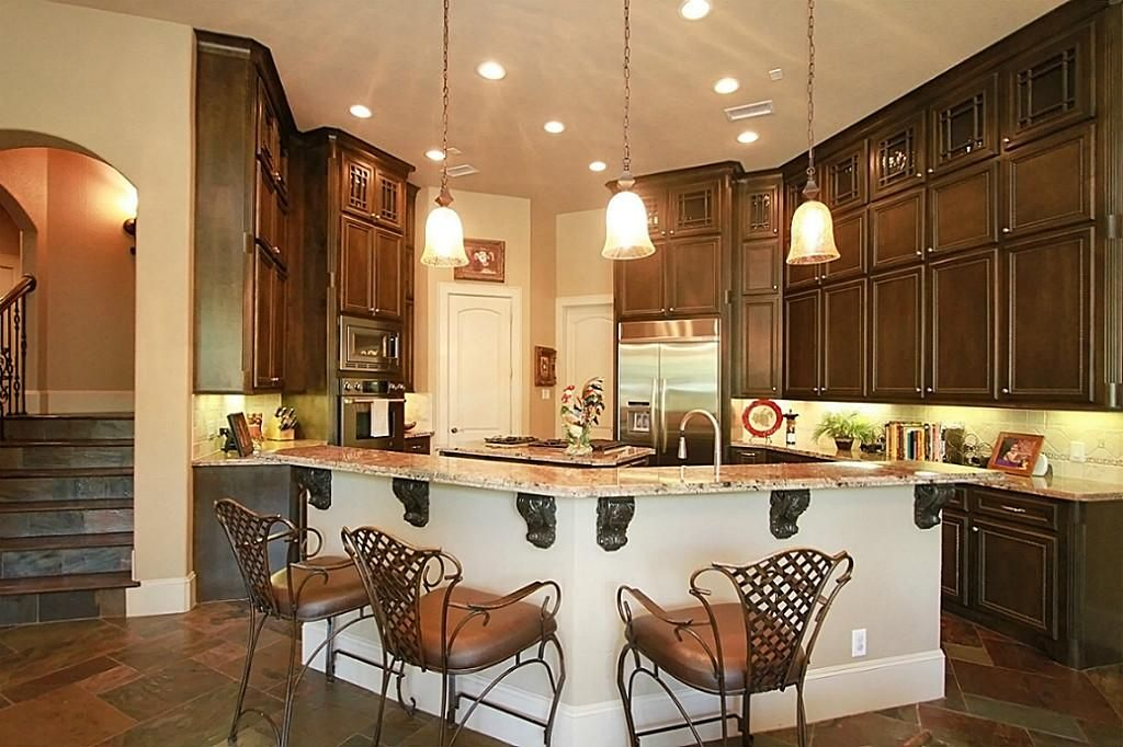 love this kitchen i like the cabinets going up to the ceiling walk in pantry on kitchen cabinets to the ceiling id=85149