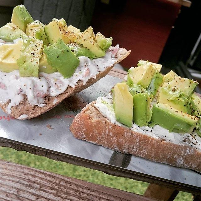 #Frühstück #avocado #krabbensalat #frischkäse #dieMacht