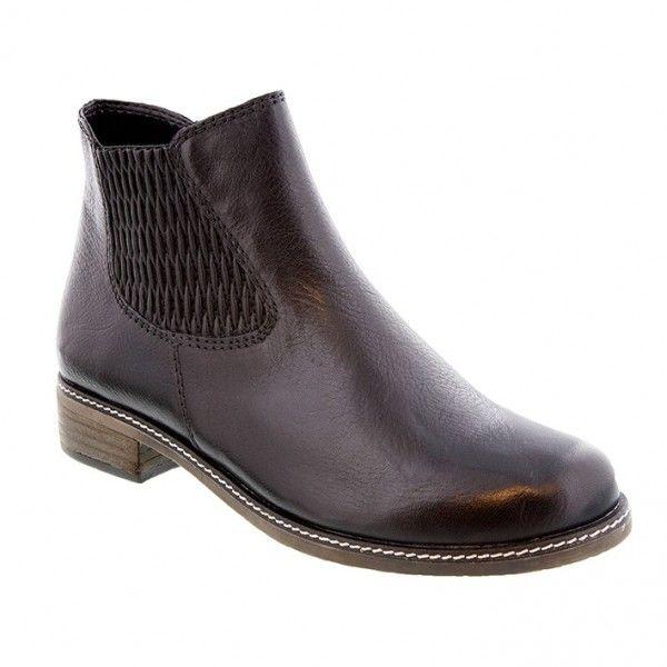 Flot kort sort skind støvle med elastik og lynlås i siden. Skaftlængde 12 cm Hælhøjde 2,5 cm. Vidde H