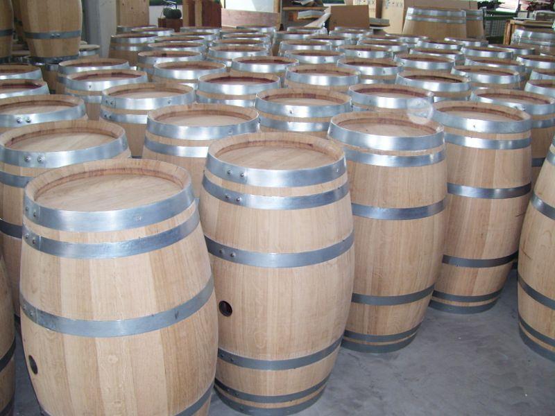 1237 botti usate e ripulite esternamente per uso arredo for Botti in legno per arredamento