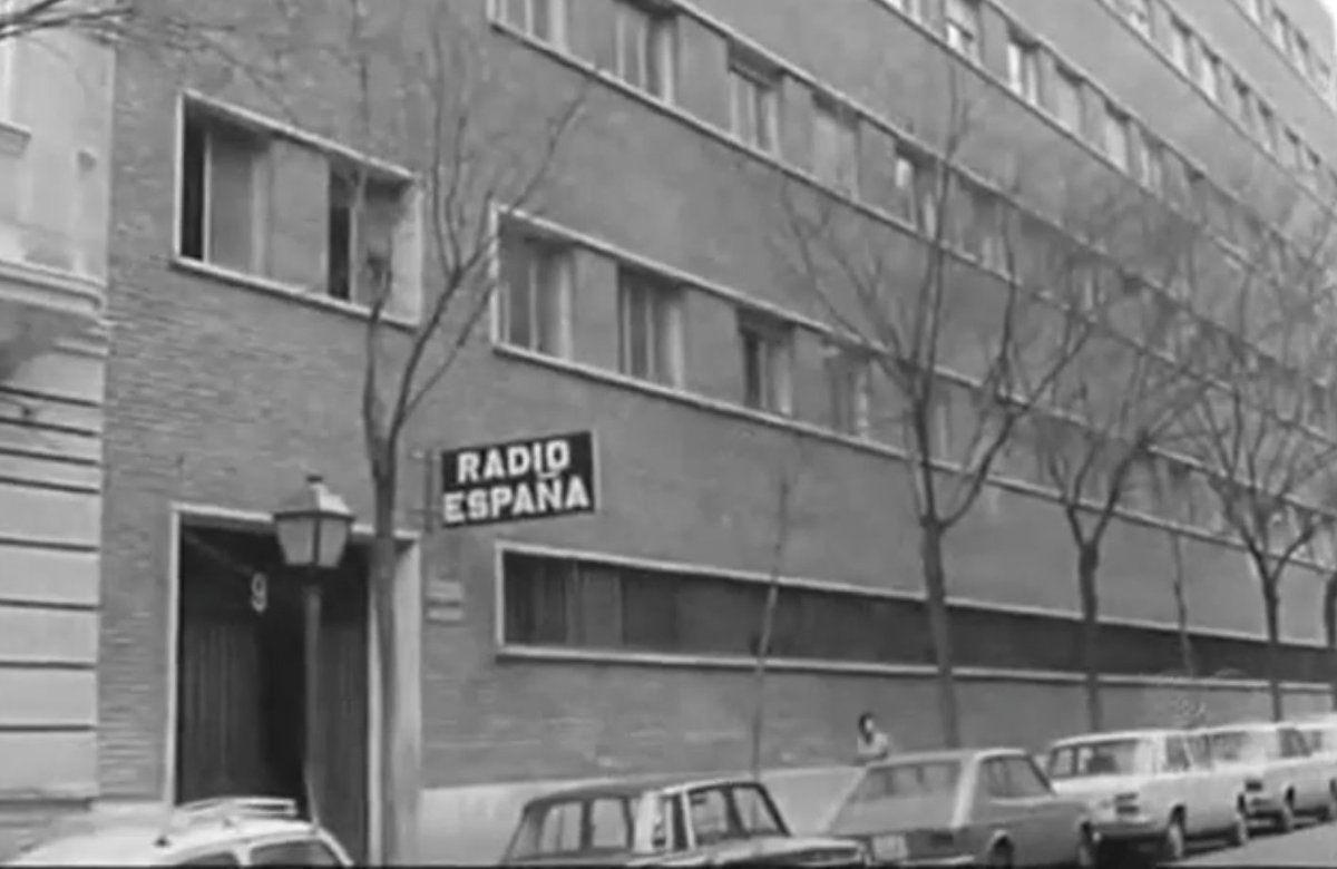 LaRADIOenTUITER Fotografía muy antigua de los estudios de Radio ...