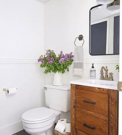Budget Decorating Ideas For Your Guest Bathroom Bathroom Decorating Guest Id Bathroom Budget Decorating Guest Idea In 2020 Badezimmer Dekor Kleines Bad Umbau