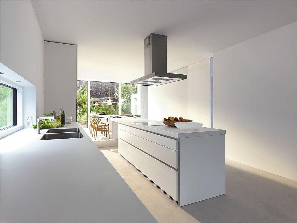 Designküche b1 in Weiß mit verlängerter Theke als Essplatz ...
