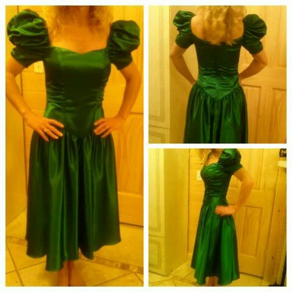 Sale!! 80s/90s green bridesmaid dress