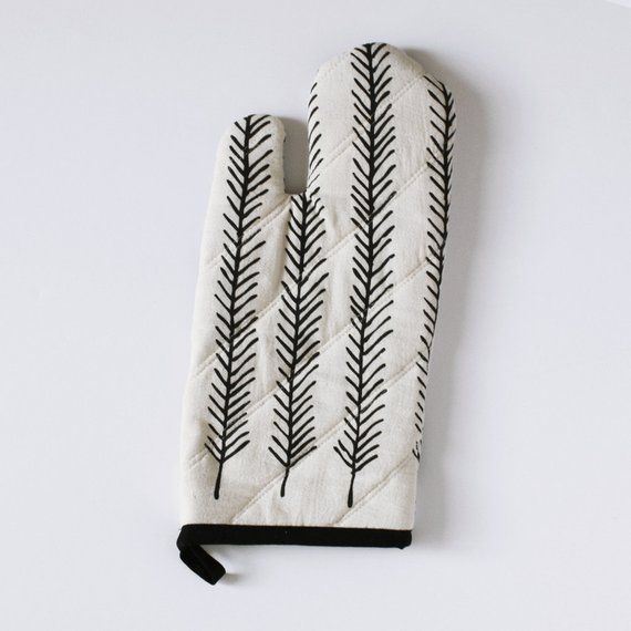Best Oven Mitt Feather Polk Dots Black And White 400 x 300