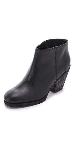 and i fell in love a little bit / great basic black boot from @rachel_comey