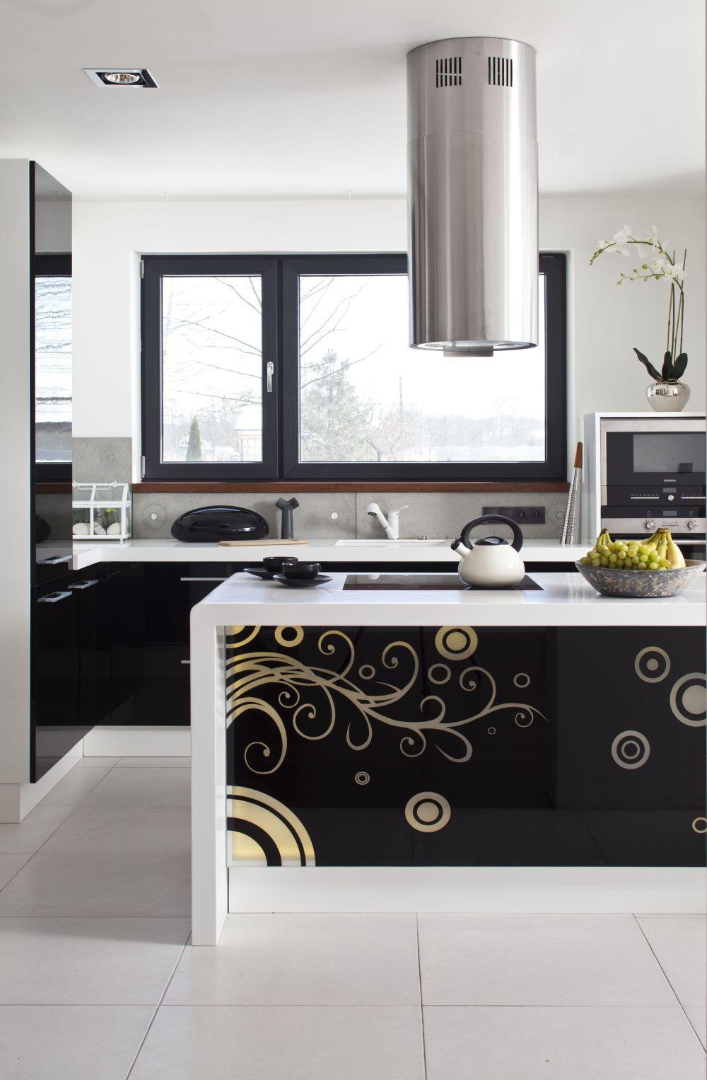 Elegancka Czarno Biala Kuchnia Projekt Kuchni Z Wyspa 10 M2 Modern Kitchen Kitchen Home Decor