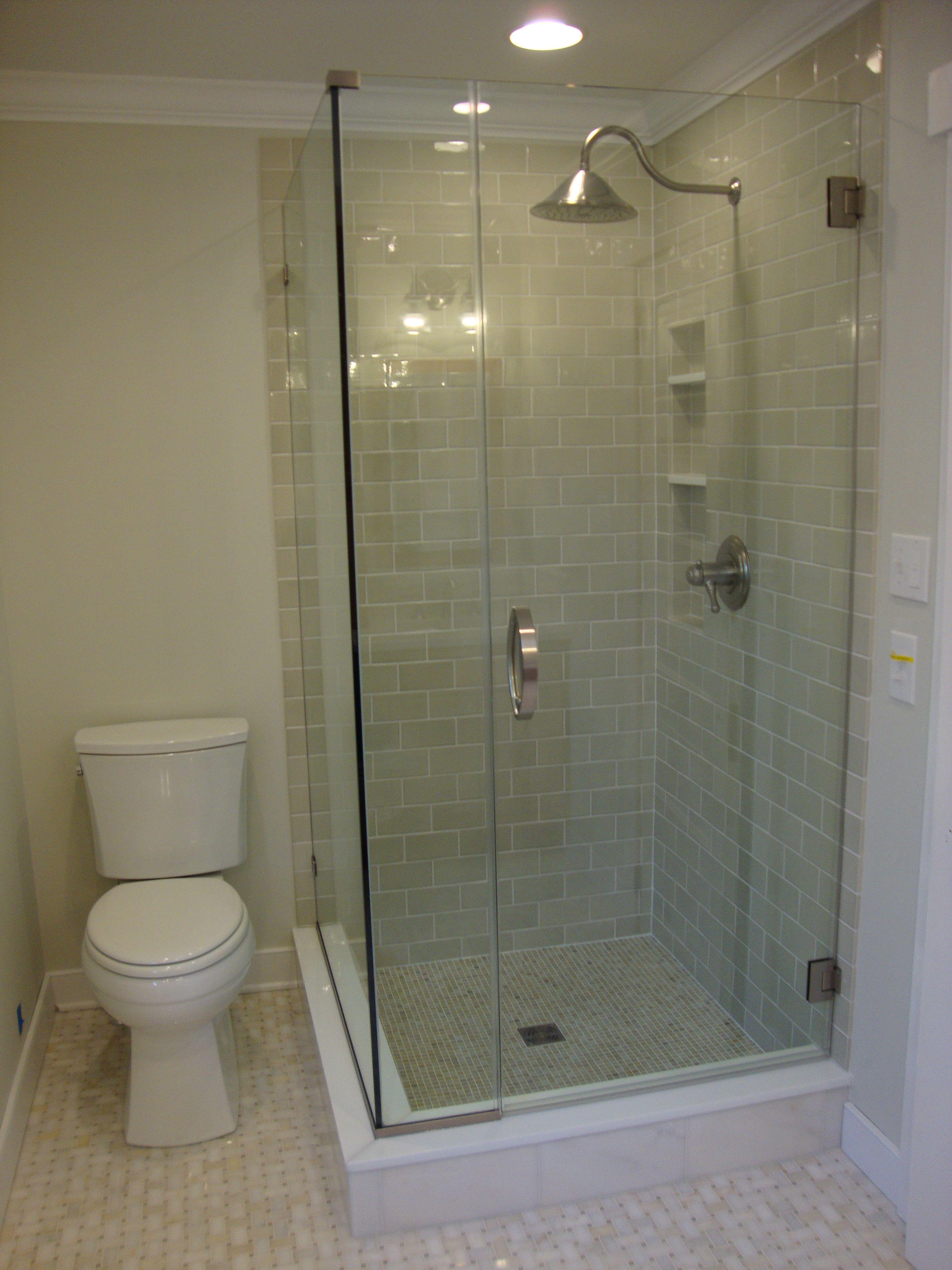 Avenue Centrale En Suite Frameless Glass Shower Wall