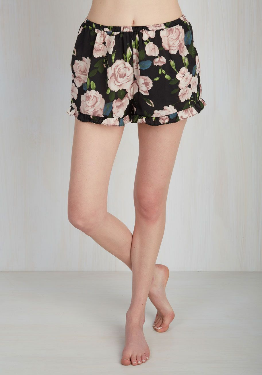 Awake feeling refreshed as ever after a sumptuous sleep courtesy of these MINKPINKsleep shorts! Their satin fabric, breezy fit,…