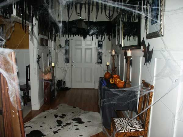 26 diy ideas how to make scary halloween decorations with trash bags rh pinterest com