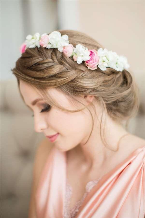 Idee per acconciature da sposa con fiori tra i capelli ...