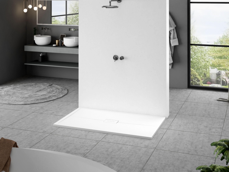 Platos de ducha modernos y de diseño que aporten un toque distintivo a tu cuarto de baño.  Foto encontrarás el plato de ducha Venice, junto a dos senos VeronaPlus sobre encimera  St-one con faldón y estante bajo.  #bigbathroom #grandesbaños #bañosdediseño #platodeducha #mamparadeducha #bañosdediseño #bathdesign #bathroomfuniture #bagnimoderni #interiordesign #homedecor #decortips #home #trends #design