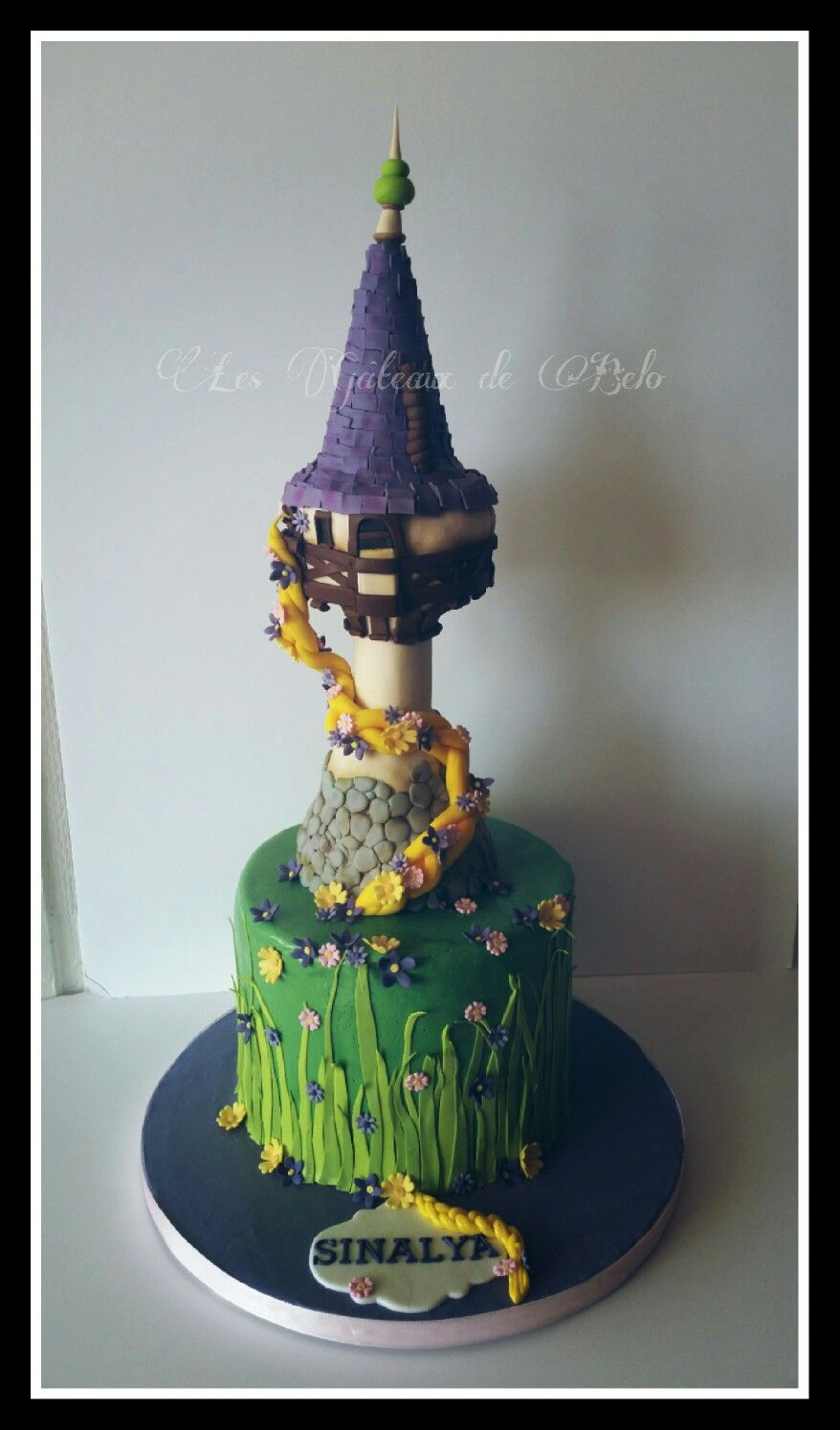 G teau d 39 anniversaire tour dd raiponce pour une petite fille rapunzel tower birthday cake for a - Raiponce petite ...