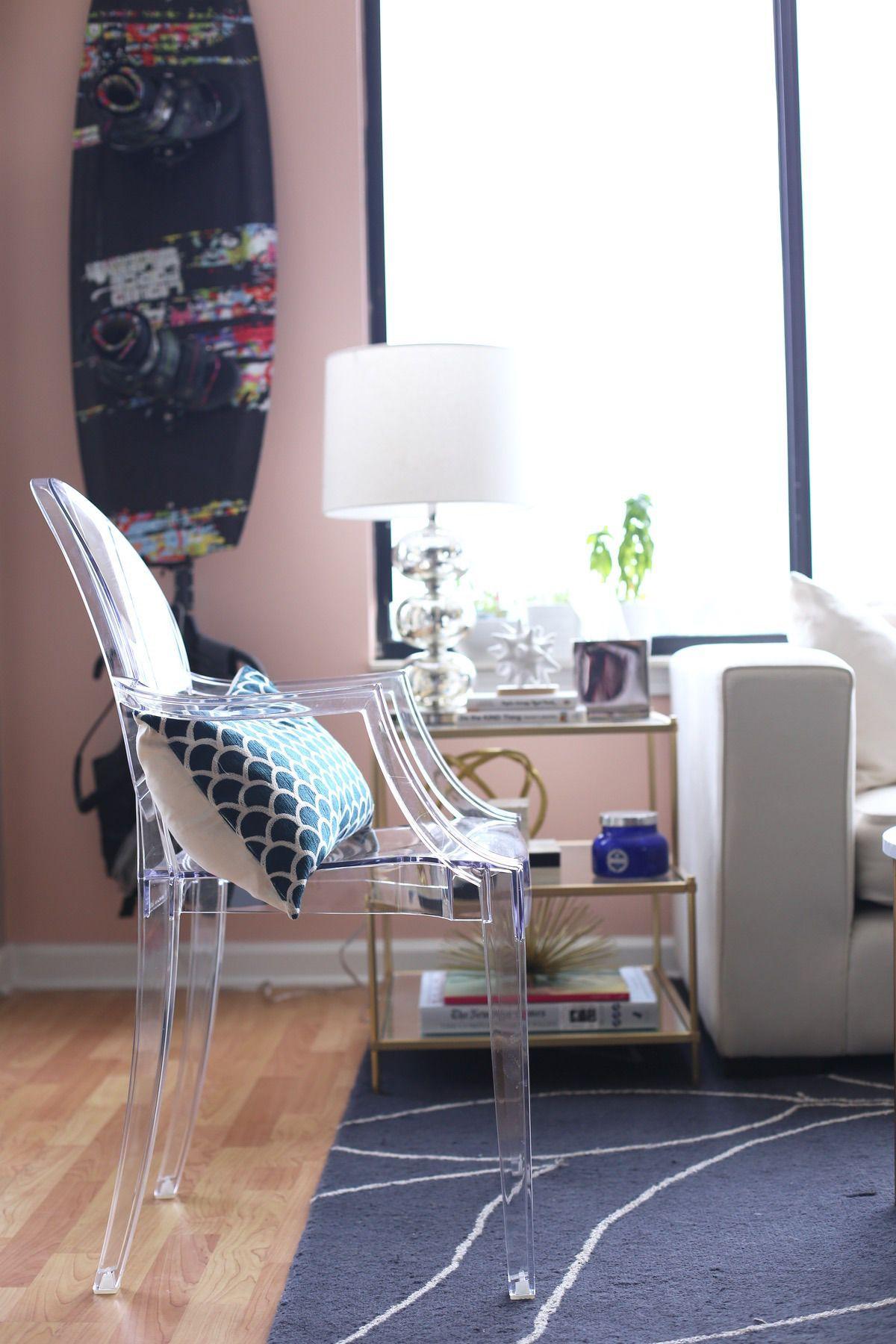 Ich will den durchsichtigen Stuhl ;-)