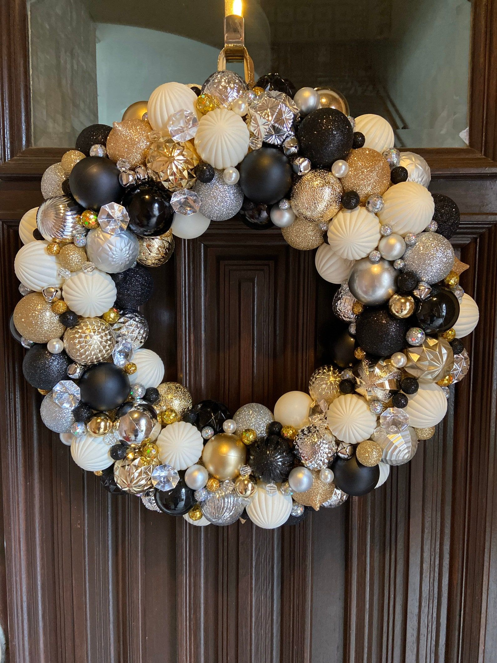 Beautiful Black Silver Gold And Cream Glam Ornament Wreath Christmas Wreath Bauble Wreath With Pearls Jewels Bells Holiday Decor Black White And Gold Christmas Silver Christmas Decorations Bauble Wreath