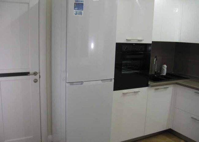 Дизайн угловой белой кухни 9 кв.м (10 фото) | Дизайн ...