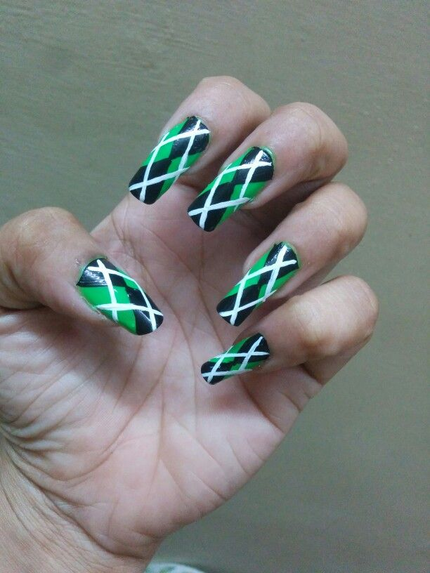 Green Black N White Nail Art This Kind If Design Is Seen On